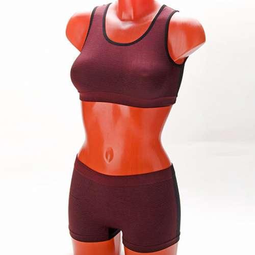 148-246 Бельё Models the body